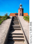 Купить «Лестница к старому маяку», фото № 1001006, снято 17 июля 2009 г. (c) Елена Галачьянц / Фотобанк Лори