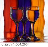 Разноцветные бокалы с водой. Стоковое фото, фотограф Акимов Евгений / Фотобанк Лори