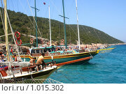 Купить «Путешествие по Эгейскому морю на яхтах. Остановка у острова», фото № 1015302, снято 16 июля 2019 г. (c) ElenArt / Фотобанк Лори
