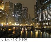 Купить «Центр Чикаго ночью», фото № 1016906, снято 6 сентября 2007 г. (c) Евгений Дубинчук / Фотобанк Лори