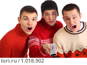 Купить «Три удивленных парня с дистанционным пультом», фото № 1018902, снято 12 февраля 2009 г. (c) Losevsky Pavel / Фотобанк Лори