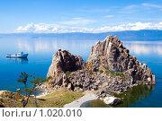 Купить «Мыс Бурхан (скала Шаманка). остров Ольхон, озеро Байкал», фото № 1020010, снято 19 июля 2009 г. (c) Сергей Болоткин / Фотобанк Лори