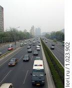 Движение на улице Пекина, Китай (2009 год). Редакционное фото, фотограф Estet / Фотобанк Лори