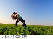 Поцелуй в поле, фото № 1026350, снято 12 апреля 2008 г. (c) Арестов Андрей Павлович / Фотобанк Лори