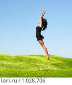 Купить «Прыгающая девушка», фото № 1028706, снято 4 июля 2009 г. (c) Насыров Руслан / Фотобанк Лори