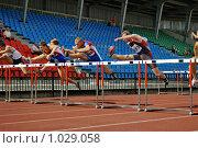 Купить «Мужчины. Бег с барьерами на 110 метров», эксклюзивное фото № 1029058, снято 1 августа 2009 г. (c) Виктор Зиновьев / Фотобанк Лори