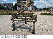 Купить «Бронзовые инструменты в Магнитогорске: рояль», фото № 1033642, снято 27 июля 2009 г. (c) Кекяляйнен Андрей / Фотобанк Лори