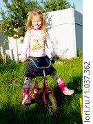 Купить «Девочка на велосипеде», фото № 1037362, снято 16 августа 2009 г. (c) Мишурова Виктория / Фотобанк Лори
