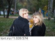 Купить «Прогулка в парке», фото № 1039574, снято 25 октября 2008 г. (c) Сергей Сухоруков / Фотобанк Лори