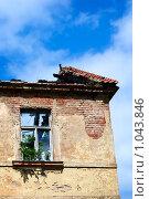 Купить «Стена старого дома с одиноким окном», фото № 1043846, снято 29 июня 2009 г. (c) Алексей Лебедев / Фотобанк Лори