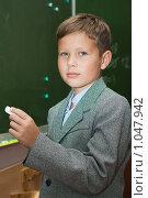 Купить «Школьник на уроке отвечает у доски», фото № 1047942, снято 20 августа 2009 г. (c) Оксана Гильман / Фотобанк Лори
