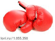 Купить «Красные боксерские перчатки», фото № 1055350, снято 22 ноября 2008 г. (c) Валентин Мосичев / Фотобанк Лори