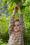Мальчик собирает яблоки, фото № 1059010, снято 29 августа 2009 г. (c) Елена Блохина / Фотобанк Лори