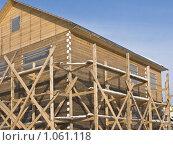 Купить «Строительство деревянного дачного дома», фото № 1061118, снято 25 февраля 2009 г. (c) Виктор Сагайдашин / Фотобанк Лори