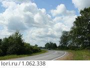 Купить «Облака над дорогой», фото № 1062338, снято 12 июля 2009 г. (c) Сергей Тундра / Фотобанк Лори