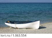 Лодка на берегу моря. Стоковое фото, фотограф Мальцева Наталья / Фотобанк Лори