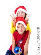 Купить «Дети в новогодних колпаках», фото № 1064618, снято 12 августа 2009 г. (c) Анна Игонина / Фотобанк Лори