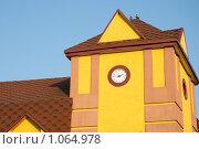 Здание с часами (2009 год). Стоковое фото, фотограф Гордиенко Олег / Фотобанк Лори