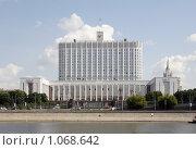 Купить «Дом правительства Российской Федерации», фото № 1068642, снято 15 июля 2008 г. (c) Андрей Ерофеев / Фотобанк Лори