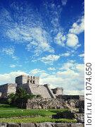 Купить «Тулум, главный храм, пирамиды Майя. Мексика.», фото № 1074650, снято 3 ноября 2007 г. (c) Ольга Утлякова / Фотобанк Лори