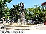 Купить «Фонтан всех влюбленных в г. Геленджике», эксклюзивное фото № 1076870, снято 1 июня 2009 г. (c) Иван Мацкевич / Фотобанк Лори