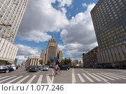 Купить «Смоленская площадь в Москве. Оптическое искажение», фото № 1077246, снято 26 августа 2009 г. (c) Юрий Синицын / Фотобанк Лори