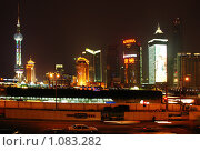 Купить «Ночной Шанхай. Китай», фото № 1083282, снято 8 сентября 2007 г. (c) Екатерина Овсянникова / Фотобанк Лори