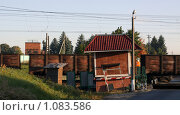 Купить «Товарный поезд проезжает переезд», фото № 1083586, снято 10 сентября 2009 г. (c) Ярослав Каминский / Фотобанк Лори
