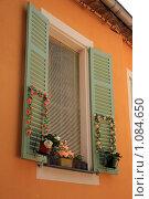 Купить «Город Ментона. Окно», фото № 1084650, снято 11 июля 2009 г. (c) Татьяна Лата / Фотобанк Лори