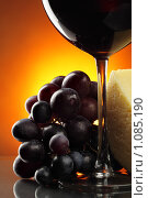 Купить «Виноград, сыр и вино», фото № 1085190, снято 2 сентября 2009 г. (c) Роман Сигаев / Фотобанк Лори