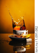 Купить «Летящий чай», фото № 1091082, снято 11 августа 2009 г. (c) Данил Ефимов / Фотобанк Лори