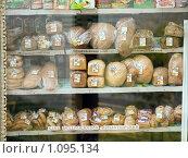 Купить «Хлеб на витрине», фото № 1095134, снято 12 сентября 2009 г. (c) Сергей Лаврентьев / Фотобанк Лори