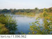 На реке туман. Стоковое фото, фотограф Евгений Нелихов / Фотобанк Лори