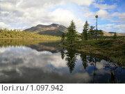 Отражение неба и облаков в озере. Стоковое фото, фотограф Виктор Русецкий / Фотобанк Лори