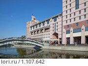 Купить «Дом на набережной», фото № 1107642, снято 15 сентября 2009 г. (c) Parmenov Pavel / Фотобанк Лори