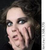 Купить «Молодая девушка в готическом стиле пугает сама себя. Хэллоуин», фото № 1108770, снято 19 апреля 2009 г. (c) Юлия Колтырина / Фотобанк Лори