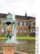 Фонарь в внутреннем дворе комплекса Цвингер, Дрезден,Германия (2009 год). Стоковое фото, фотограф Vitas / Фотобанк Лори
