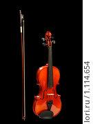 Купить «Скрипка и смычок на черном фоне», фото № 1114654, снято 23 мая 2008 г. (c) Александр Паррус / Фотобанк Лори