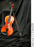 Купить «Скрипка и смычок на черном шелке», фото № 1114670, снято 23 мая 2008 г. (c) Александр Паррус / Фотобанк Лори