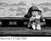 Купить «Кукла на скамье», фото № 1126150, снято 29 сентября 2009 г. (c) Усова Светлана  Юрьевна / Фотобанк Лори