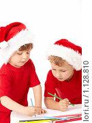 Купить «Два мальчика в костюмах Санты», фото № 1128810, снято 22 сентября 2009 г. (c) Raev Denis / Фотобанк Лори