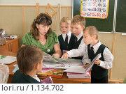 Купить «Первый учитель и первоклассники», фото № 1134702, снято 22 сентября 2009 г. (c) Федор Королевский / Фотобанк Лори