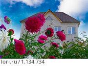 Купить «Коттедж», фото № 1134734, снято 25 сентября 2009 г. (c) Олег Кириллов / Фотобанк Лори