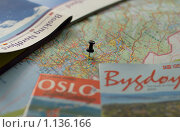 Карта Норвегии и справочники (2009 год). Редакционное фото, фотограф Олег Федулов / Фотобанк Лори