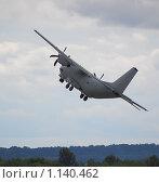 Купить «Взлет Военно-транспортного самолета Lockheed C-130 Hercules ВВС Италии», эксклюзивное фото № 1140462, снято 19 августа 2009 г. (c) Алёшина Оксана / Фотобанк Лори