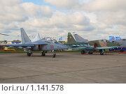 Купить «Учабно-тренировочный самолет Як-130 и штурмовик Су-25СМ (121АРЗ)», эксклюзивное фото № 1141578, снято 19 августа 2009 г. (c) Алёшина Оксана / Фотобанк Лори