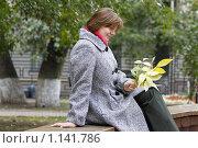 Купить «Девушка с осенними листьями», фото № 1141786, снято 1 октября 2009 г. (c) Яременко Екатерина / Фотобанк Лори