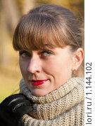 Купить «Девушка в теплой одежде на улице», фото № 1144102, снято 10 октября 2009 г. (c) Сергей Шумаков / Фотобанк Лори