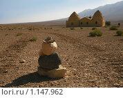 Пирамида из камне в пустыне (2009 год). Стоковое фото, фотограф Анна Мегеря / Фотобанк Лори