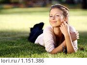 Купить «Красивая девушка отдыхает в парке», фото № 1151386, снято 21 сентября 2009 г. (c) Андрей Аркуша / Фотобанк Лори
